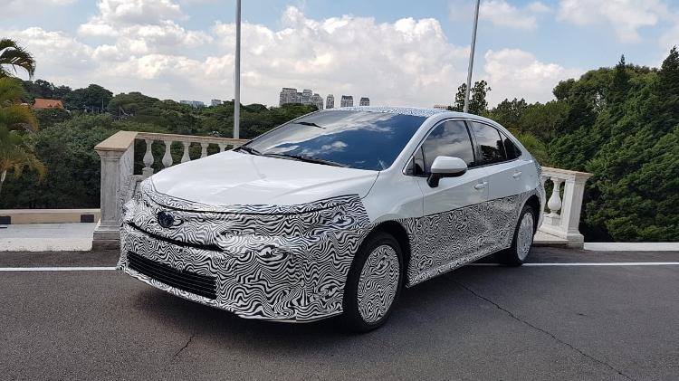 Toyota Corolla hibrido flex aparece camuflado em SP e chega em outubro