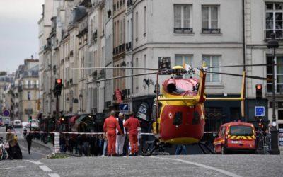 4 pessoas  sao atacada a facadas  em Paris Franca na sede da polícia