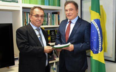Brasileiros que residem na Flórida fazem pedido a Álvaro Dias