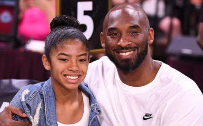 Kobe Bryant e sua filha  Gianna morre em um acidente de helicóptero na Califórnia