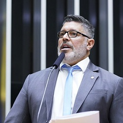Frota pede proteção de Queiroz e diz temer 'queima de arquivo'