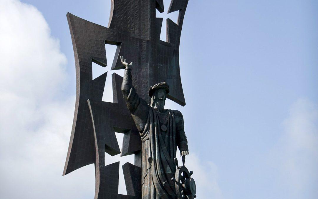 Porto Rico – manifestantes pediram aos líderes a retiradas dos monumentos que representam opressão.