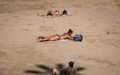 Por que ministro do interior da França defendeu publicamente topless nas praias