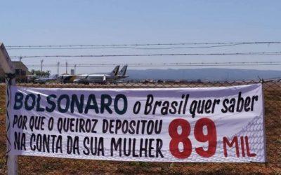 PM de Goiás intimida manifestantes por faixas contra Bolsonaro sobre cheques de Queiroz a Michelle