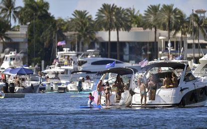 """Velejadores em Festa no Lago """"Boca"""" estão levantando preocupações sobre o COVID-19"""
