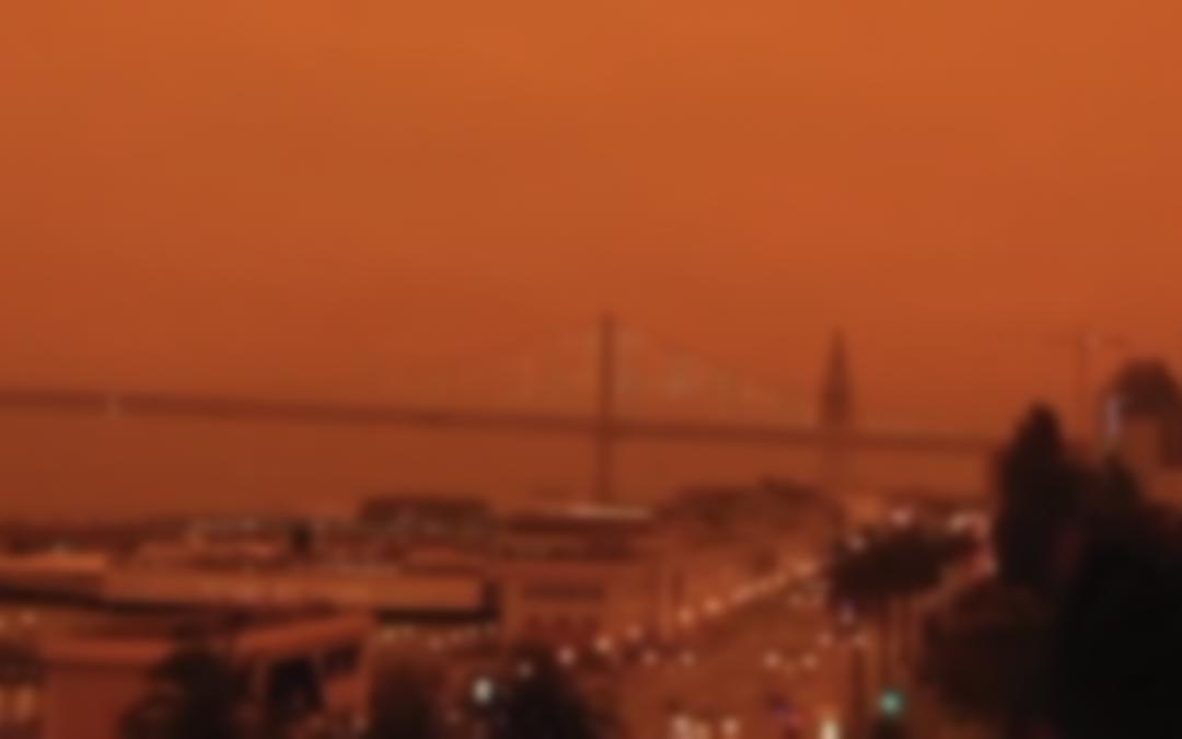 Fumaça de incêndios  na Califórnia deixa o céu de San Francisco laranja escuro