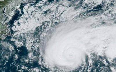 Tempestade tropical emerge sobre o sul da Flórida enquanto o furacão Teddy atinge as Bermudas e a Tempestade Topical Beta se move em direção ao Texas