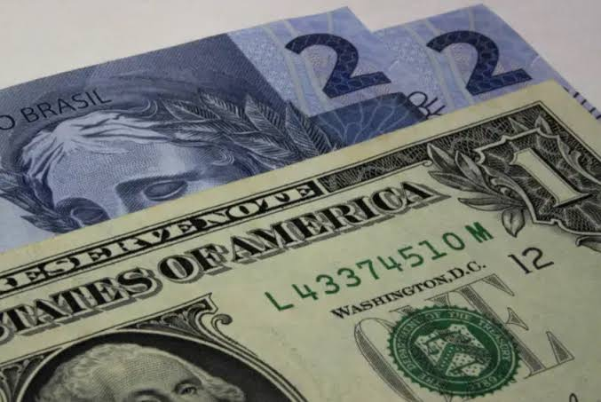 Por que o real é a moeda que mais se desvalorizou em 2020