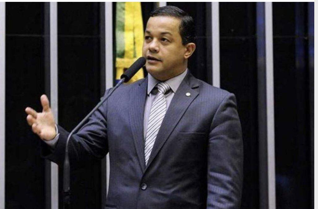 Deputado questiona Ministério da Saúde sobre vacinação da Covid no AM