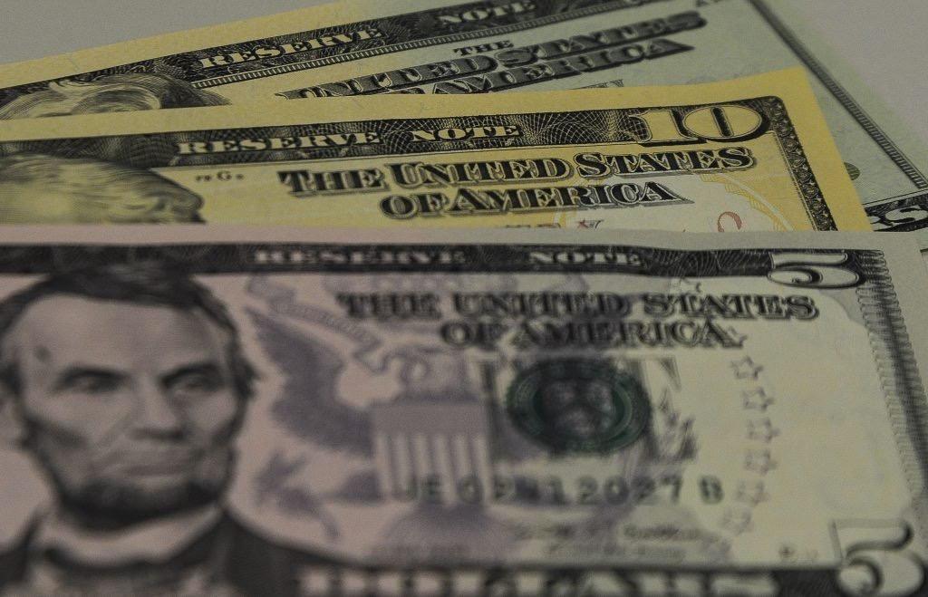 Dólar sobe após bater R$ 5,12 com cenário externo; Ibovespa mantém 113 mil pontos