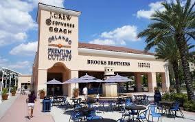 Os shoppings da Flórida Central funcionam para motivar os compradores em meio à pandemia de COVID-19