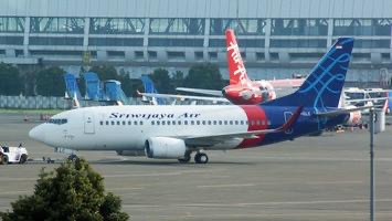 Avião com 62 pessoas cai após decolagem na Indonésia