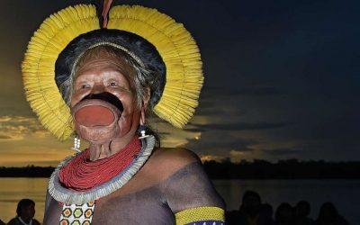 """""""Bolsonaro sempre incitou a violência contra nós"""", diz o cacique Raoni ao jornal Le Monde"""