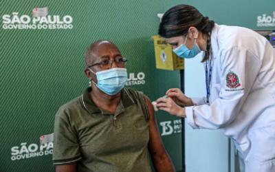 Vacinação em SP começa dia 18 de janeiro; veja horário e grupo prioritário