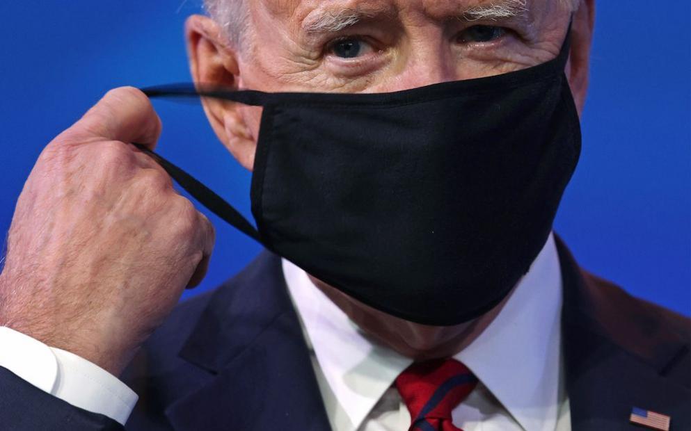 Biden anuncia que pessoas totalmente vacinadas podem deixar máscaras de lado em maioria dos ambientes fechados