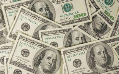 Dólar tem alta e fecha na maior cotação desde abril